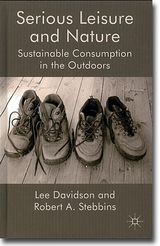Lee Davidson & Robert A. Stebbins Serious Leisure and Nature: Sustainable Consumption in the Outdoors 225 sidor, inb. Basingstoke, Hamps.: Palgrave Macmillan 2011 ISBN 978-0-230-25201-1