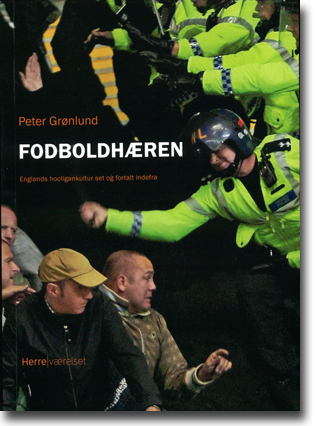 Peter Grønlund Fodboldhæren: Englands hooligankultur set og fortalt indefra 215 sidor, hft., ill. Danmark: Herreværelset 2013 ISBN 978-87-92660-29-9
