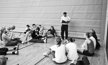 Dialogisk undervisning: Et indblik i den kommunikative anvendelse i idrætsundervisningen i gymnasieskolen