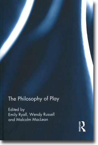 Emily Ryall, Wendy Russell & Malcolm MacLean (red) The Philosophy of Play 202 sidor, inb. Abingdon, Oxon: Routledge 2013 ISBN 978-0-415-53835-0