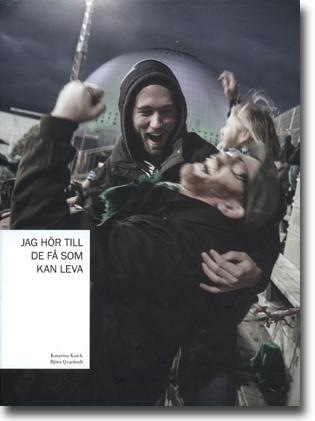 Katarina Kuick & Björn Qvarfordt Jag hör till de få som kan leva: En bok om supporterkultur 511 sidor, . Stockholm: Ordblandning Förlag 2013 ISBN 978-91-637-2553-1