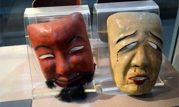 Ta av dig masken! Om introspektion på teaterns scener och idrottens arenor