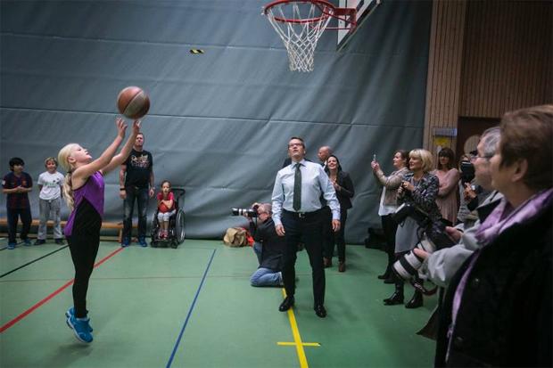 """Socialminister Göran Hägglund och prins Daniel besökte Ängslättsskolan i Bunkeflostrand i november förra året. """"Jag kommer att arbeta för att vi ska fysisk aktivitet i skolan varje dag"""", sa Hägglund då. (Ur Sydsvenskan 2014-03-04)"""