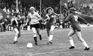 Förtjänstfull populärhistorik kompletterar bilden av svensk damfotboll