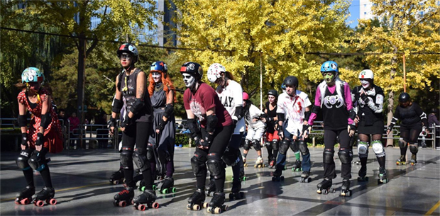 roller-skaters-in-beijing