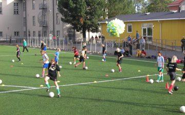 Genusrelationer i samtränad fotboll: Gränser och utmaningar i ett Idrottslyftsprojekt