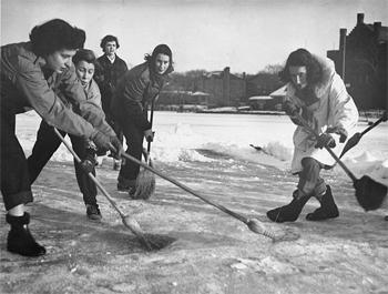 broom-hockey-game