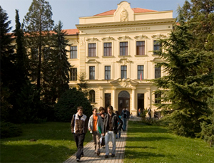 Let us welcome the reader with the traditional greeting of our university to the introduction of University of West Hungary that is with its ten faculties, one of the most significant centres of higher education in Transdanubia.