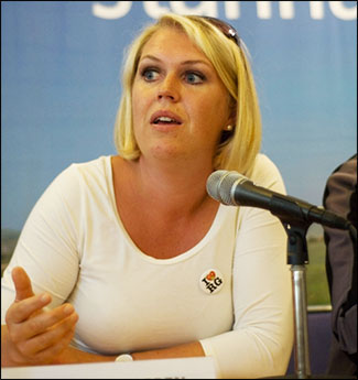 Utskottets ordförande Lena Hallengren (S).