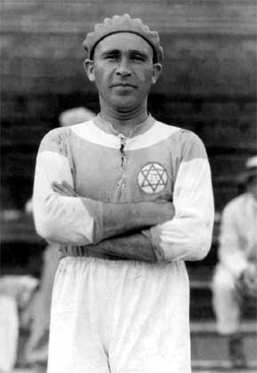 Béla Guttmann playing for Hakoah Vienna (Source: Wiki Creative Commons)